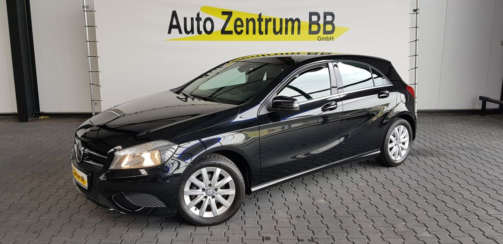 Mercedes-Benz A 180d BlueEfficiency Navi 16″ Alu Teil-LederPDC